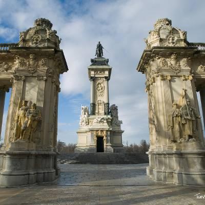 Free Tour Logroño de los Borbones - visita guiada gratis madrid de los borbones Monumento Alfonso XII - ALT Tomas G Santis
